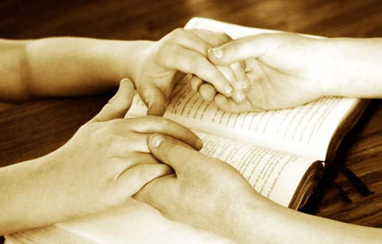 Si usted desea leer o regalar la Biblia, primero debe saber QUÉ DIFERENCIA HAY ENTRE LA CATÓLICA Y LA CRISTIANA, para que pueda obsequiar o leer la más indicada